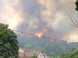 Dovolenkový ráj hoří. Požáry hasí na chorvatském pobřeží i ostrovech