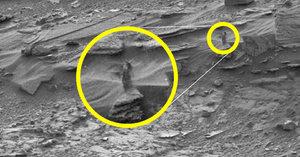 Vesmírná ňadra: NASA vyfotila na Marsu prsatou mimozemšťanku