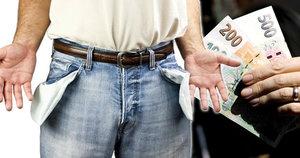 Jen pár stovek korun dělí řadu Čechů od chudoby. Půl milionu lidí nemá ani životní minimum