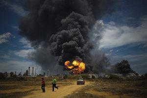 V Jižním Súdánu explodovala cisterna. Ohnivá koule zabila víc než 100 lidí