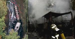 Pohled smrti: Po srážce autobusu s kamionem zemřelo 43 lidí včetně malého dítěte