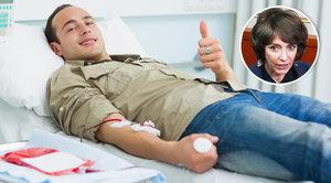 Francie povolí homosexuálům darovat krev, letitá diskriminace končí