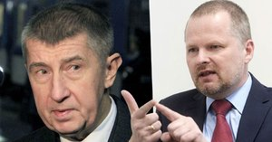 """Babišův """"Agrofert-striptýz"""" opozici nepřesvědčil. Míchá prý hrušky s jablky"""