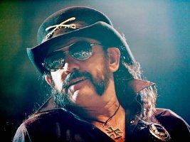 Až umřu, chci aby to bylo ve velkém stylu. 18 mouder zpěváka Motörhead, kterého zabila rakovina