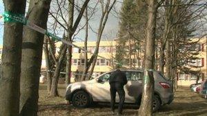 Žák ukradl učitelce auto, naboural s ním hned do stromu