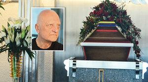 Pohřeb Bořka Šípka (†66): Tajemství jeho barevné rakve rozluštěno! Kdo to vymyslel a kdo pruhy maloval?