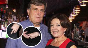 """Rottrová (74) s o 15 let mladším přítelem: """"Proběhla svatba?"""" ptají se všichni kvůli prstýnkům"""