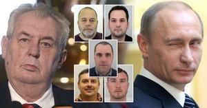 Zeman údajně volal do Kremlu. Putina měl žádat o pomoc s unesenými Čechy