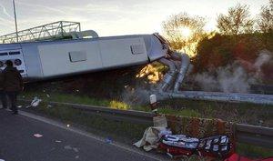 Vážná nehoda u Kadaně: Autobusem se vraceli muži z výletu, který dostali od firmy jako dárek