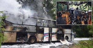Ohnivé peklo: Autobus do Třebíče s 53 cestujícími začal hořet za jízdy!
