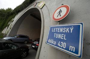Letenský tunel průběžně uzavřou. Neprojedete vždy po dobu šesti hodin