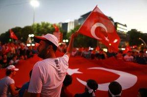Rok od pokusu o puč v Turecku: Erdogan poděkoval Turkům za odpor vůči pučistům