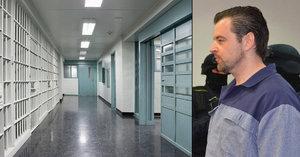 Kramný je ve vězení izolován od ostatních vězňů: I stráž se bojí, že se mu něco stane