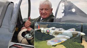Bojoval s ním proti nacistům, teď veterán Boček (93) znovu vzlétl se Spitfirem