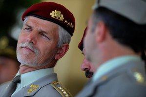 Generál Pavel: Rusko chce podkopat důvěru v NATO. Přijdou další falešné zprávy