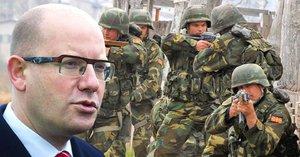 """""""Laciné gesto."""" Sobotkova evropská armáda u vládních poslanců zastání nemá"""