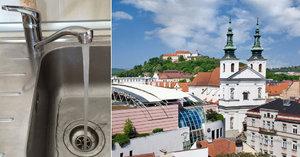 Nepijte vodu v Brně. Kvůli bakteriím se musí převařit, varují hygienici