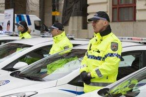 Policisté zachraňovali seniorky: Jednou použili defibrilátor, podruhé lano