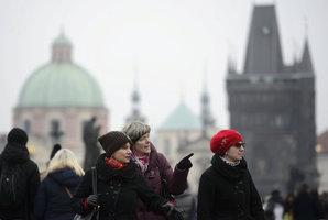 V úterý se v Praze oteplí, ale bude to pořádně klouzat. Sníh se vrátí až na Mikuláše