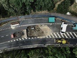 Díra v silnici na Vysočanské se prodraží: Opravy budou stát 40 milionů
