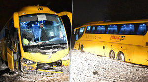 Na Karlovarsku havaroval ve vánici autobus Student Agency: Čtyři zranění