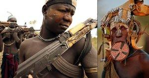 Obávaný etiopský kmen Mursiů: Muži děsí turisty samopaly, ženy si dávají do rtu talířek