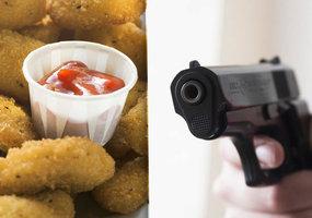 """Nugetky z """"Mekáče"""", nebo život: Dívka se nepodělila o jídlo, hoch tasil pistoli"""