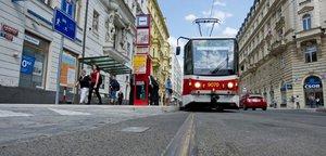 V MHD přibyly miliony lidí, tvoří se ale kolony tramvají. Přijdou další změny