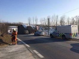 Tragická nehoda na trati v Hostivicích: Vlak srazil dělníka na kolejích, ten zemřel
