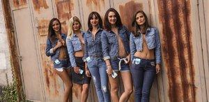 S těmito džínami nezabloudíte. Zavibrují před každou odbočkou