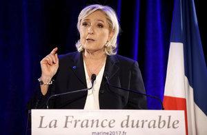 """Le Penová je ve Francii """"na koni"""". Dojede až do prezidentského paláce?"""