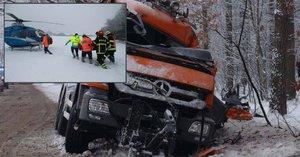 Silničář čekal na záchranu celou noc: Málem vykrvácel, řidiči mu nepomohli