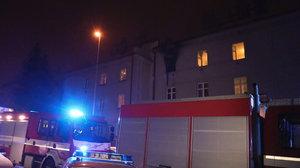 Na Žižkově uhořel v noci člověk: Požár vznikl v bytě, proběhla evakuace
