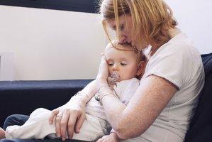 Vzpruha pro rodiče samoživitele: Snazší oddlužení a úroky z dlužných alimentů
