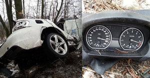 V nabouraném BMW v Orlové našli mrtvolu: Tachometr se zastavil na 250 km/h