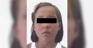 Osmiletá školačka je v pořádku! Policie ji dostihla na zastávce Malostranská