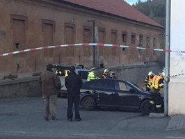 Auto na Příbramsku vyletělo na chodník a zabilo holčičku (†2)