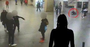 Seniorka zraněná v metru na Floře: Maminka skončila na psychiatrii, řekla dcera