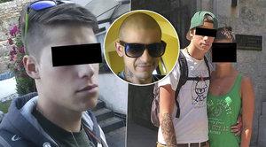 Kvůli drogám údajně pobodal své kamarády: Bojuj, vzkazují známí přeživšímu z dvojčat