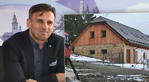 Zimola vysvětloval stavbu svého domu na Lipně. Pak přišlo záhadné kompro