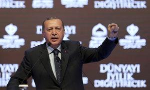 """""""Zploďte pět dětí, jste budoucnost Evropy."""" Erdogan vyzval Turky v EU k množení"""