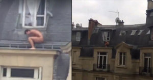 Nevěra se nevyplácí: Naháč zůstal trčet na střeše, domů se zřejmě vrátil manžel