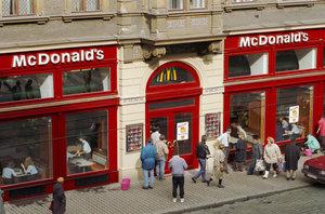 Nejstarší McDonald's je ve Vodičkově ulici: Otevřeli ho před 25 lety