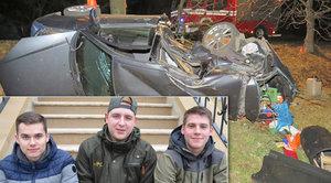 Nikdy nezapomenu na ty jeho vyděšené oči: Tři mladí hrdinové zachránili zraněného řidiče