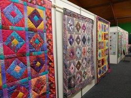 1000 nástěnných tapiserií: Do Vysočan se vrací výstava Prague Patchwork Meeting