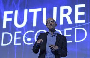 Nástupce Billa Gatese v Praze. Šéf Microsoftu promluví k expertům i studentům