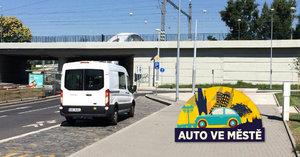 """""""Naberu Tě u autobusu"""": Řidiči si za stání na zastávce MHD koledují o pokutu"""