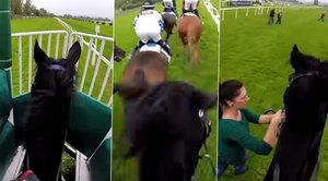 Zadky koňů i soupeřů: Unikátní záběry ukazují, co při dostihu vidí žokejové