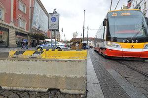 Praha se kvůli teroristům opevňuje. Na několika místech vyrostly zátarasy