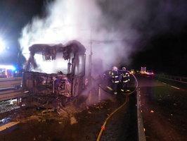 Kamion v plamenech zablokoval D1, zbyl z něj jen ohořelý vrak!